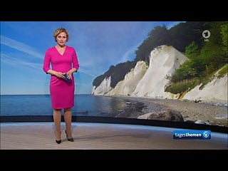 porno fotka - Celebrity;MILF;German;HD Videos;High Heels;Blue Dress;Pink Dress;Pink;Heels;German MILF;News;Caren;Anchor;News Anchor;German Celeb