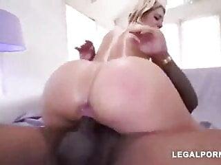 porno fotka - Close-up;Interracial;PAWG;Big Ass;Big Cock;BBC;Massive;Riders;Black;Huge BBC;Huge;Massive BBC